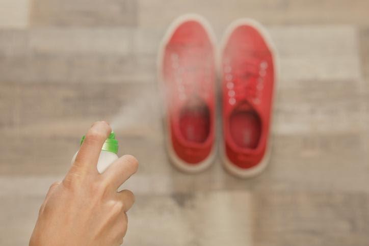 Cipő fertőtlenítő spray használata cipő fertőtlenítésre