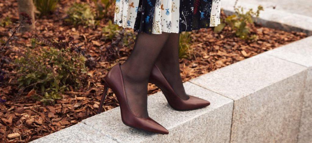 Milyen cipő illik a rakott szoknya mellé