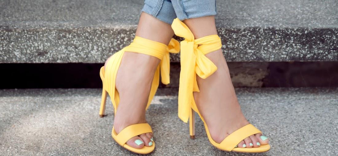 színes cipők