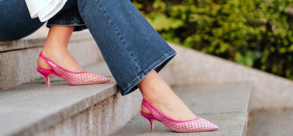 Rózsaszín cicasarkú cipő