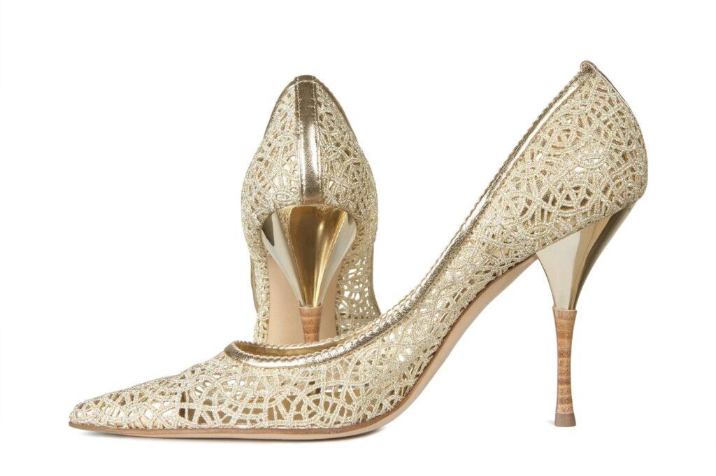 Áttört mintás cipők – elegancia a városi mindennapokban
