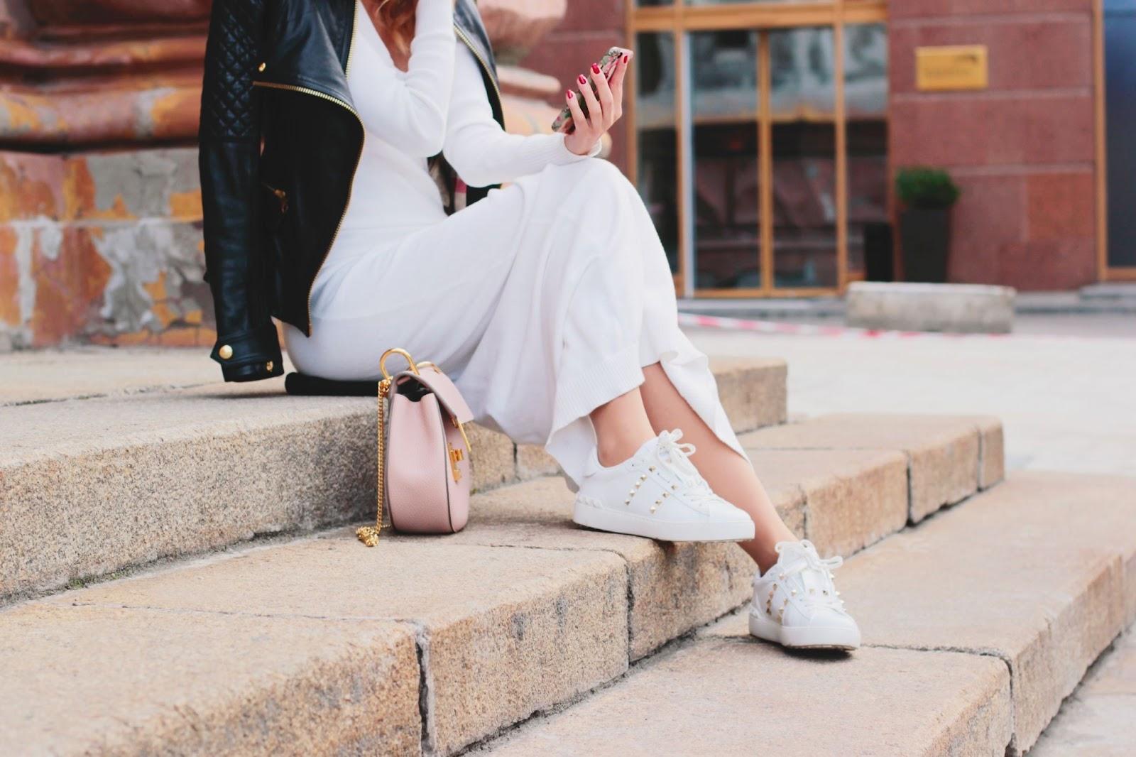 A tökéletes cipő fehér ruha mellé: hogyan találd meg az igazit?