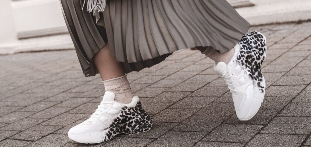 Fehér, mintás sneakers