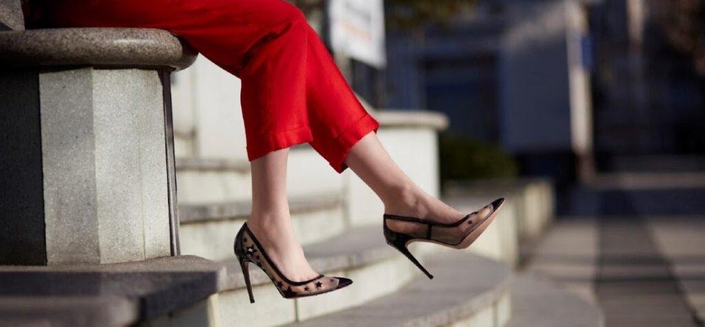 Átlátszó tűsarkú cipő