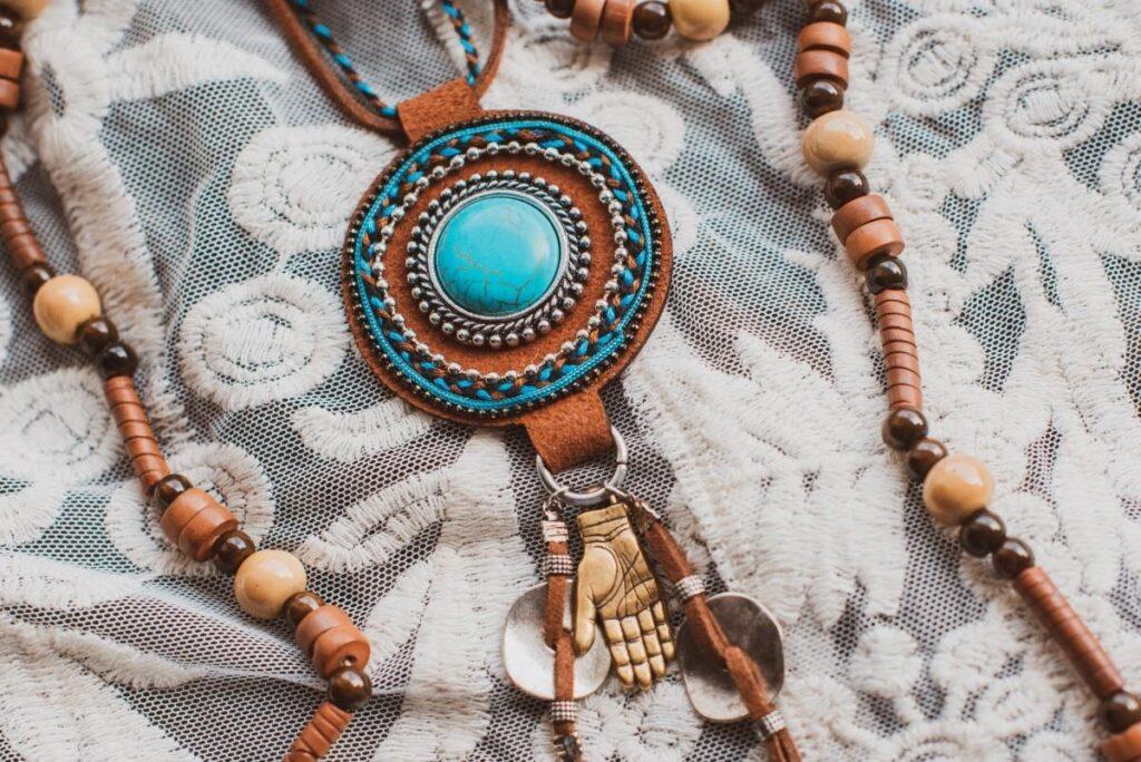 Milyen etno stílusú kiegészítőkkel dobd fel a ruhatárad?